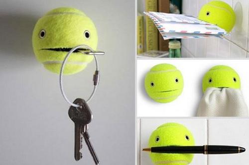 Теннисный мячик с прорезью для ключей, писем, ручки