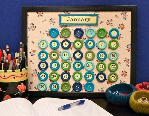 Календарь с пуговицами на каждый день