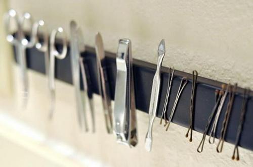 Магнитная полоса на стене, на которой держаться ножницы, шпилька, инструменты для ногтей, пинцет