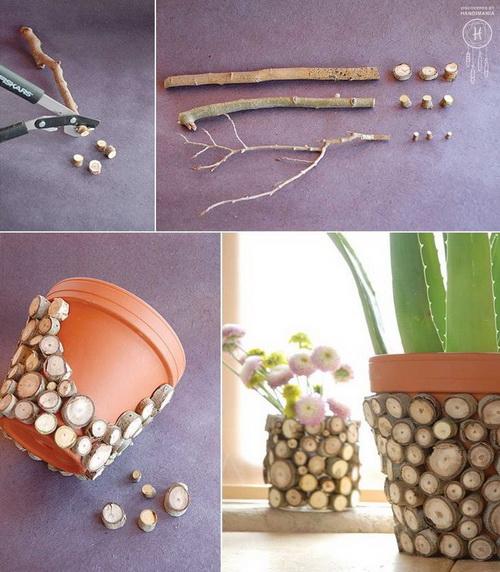 Пластиковый цветочный горшок, оклеенный срезами ветки дерева