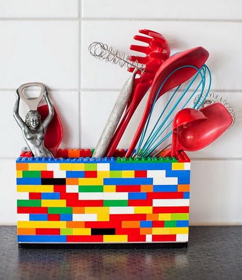 Емкость для хранения черпаков и венчика, сделанная из конструктора лего