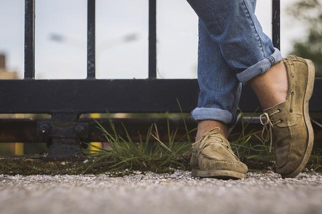 Ботинки и джинсы