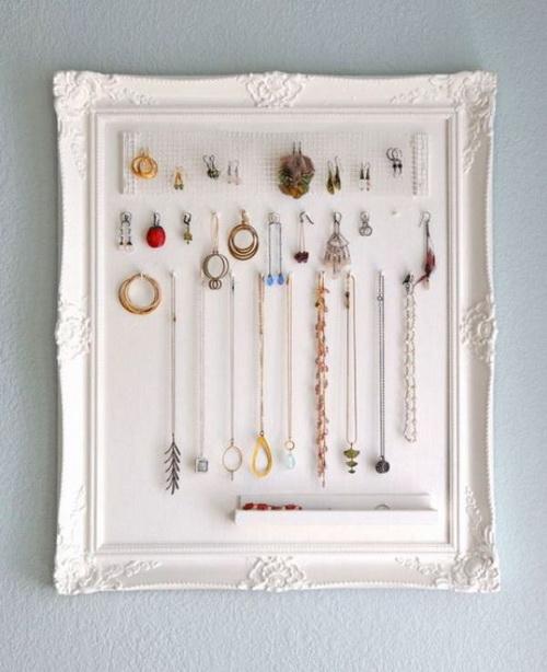 Хранение украшений в рамке как картина